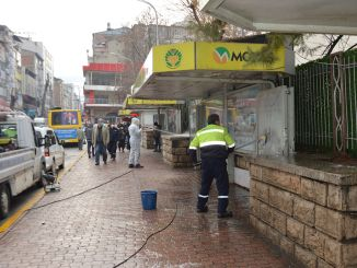 Автобусные и автобусные остановки в малатье регулярно дезинфицируют.