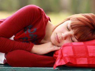 bagisiklik sistemini guclendirmek icin karanlikta uyuyun