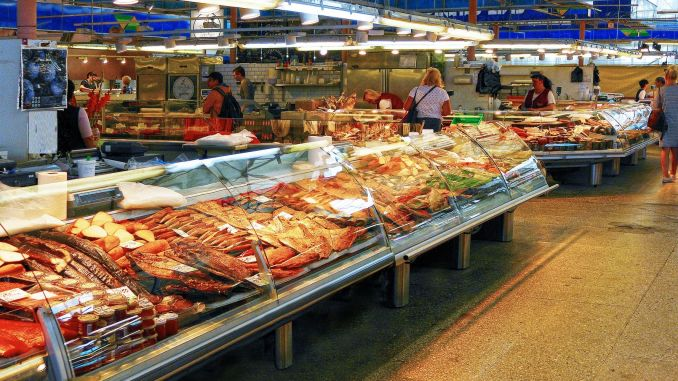 What should be considered in choosing reliable food?