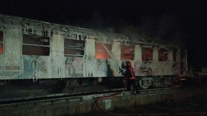 Scrap wagons belonging to tcddye burned in Pamukova