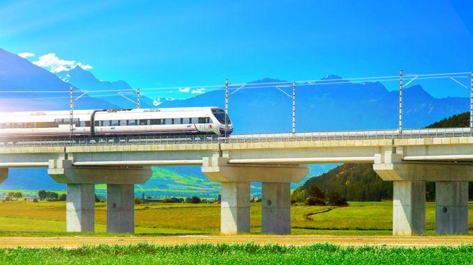 تتواصل أعمال البناء على خط القطار فائق السرعة الذي يبلغ طوله كيلومترات