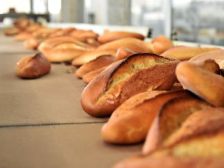 라마단 기간과 라마단 기간 동안 앙카라 민속 빵