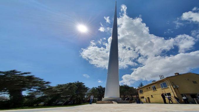 tallest flagpole was erected on the hill turkiyenin camlica