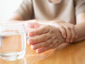 temblores involuntarios en sus manos pueden apoderarse de su cuerpo