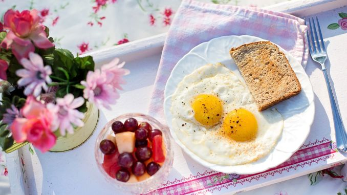 The secret to staying full while fasting is egg and kefir duo