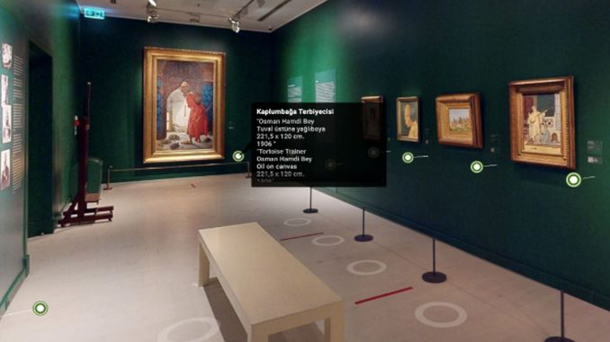 pera banana meets with art lovers in a virtual environment