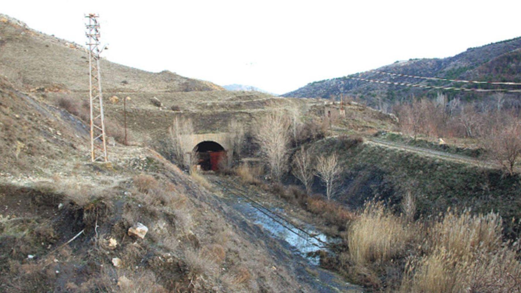Ayas Tunnel