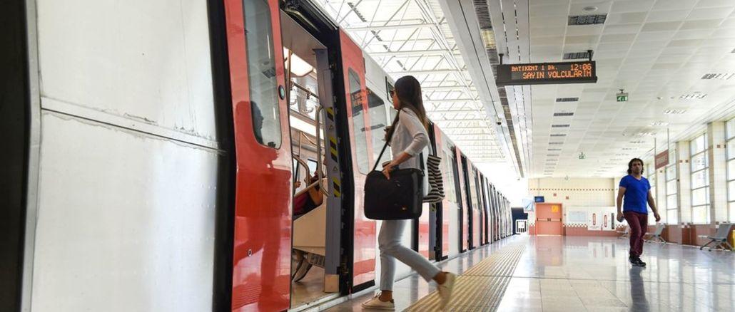 Graduale adattamento della normalizzazione all'ancaray degli autobus dell'ego e alle ore degli autobus della metropolitana
