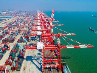 пристанище Гуанджоу добави железопътен транспорт към морския път