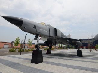 rf e phantom ii aircraft, the new guest of guhem, has started to be exhibited