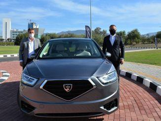 A Kktc miniszterelnök-helyettese tesztelte az arikli hazai autófegyvert