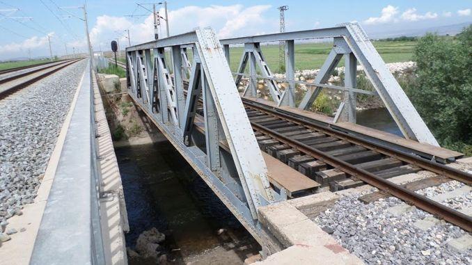 橋梁工事が行われます