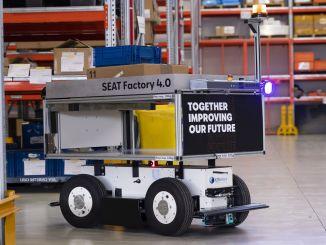 座椅馬托雷爾工廠的智能移動機器人正在工作
