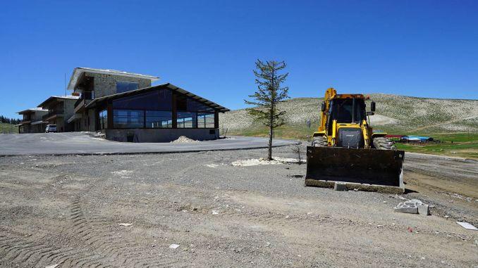 Yedikuyularスキーリゾートでの春の大掃除
