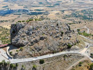 Vlast, koja ima važno mjesto u vjerskom turizmu, planinske ceste se obnavljaju