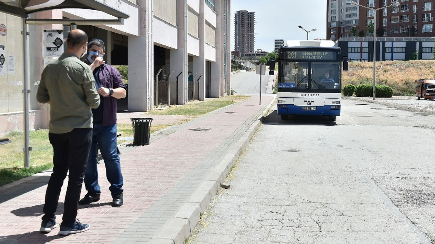 Barrier-free communication in the target mass transportation in the capital