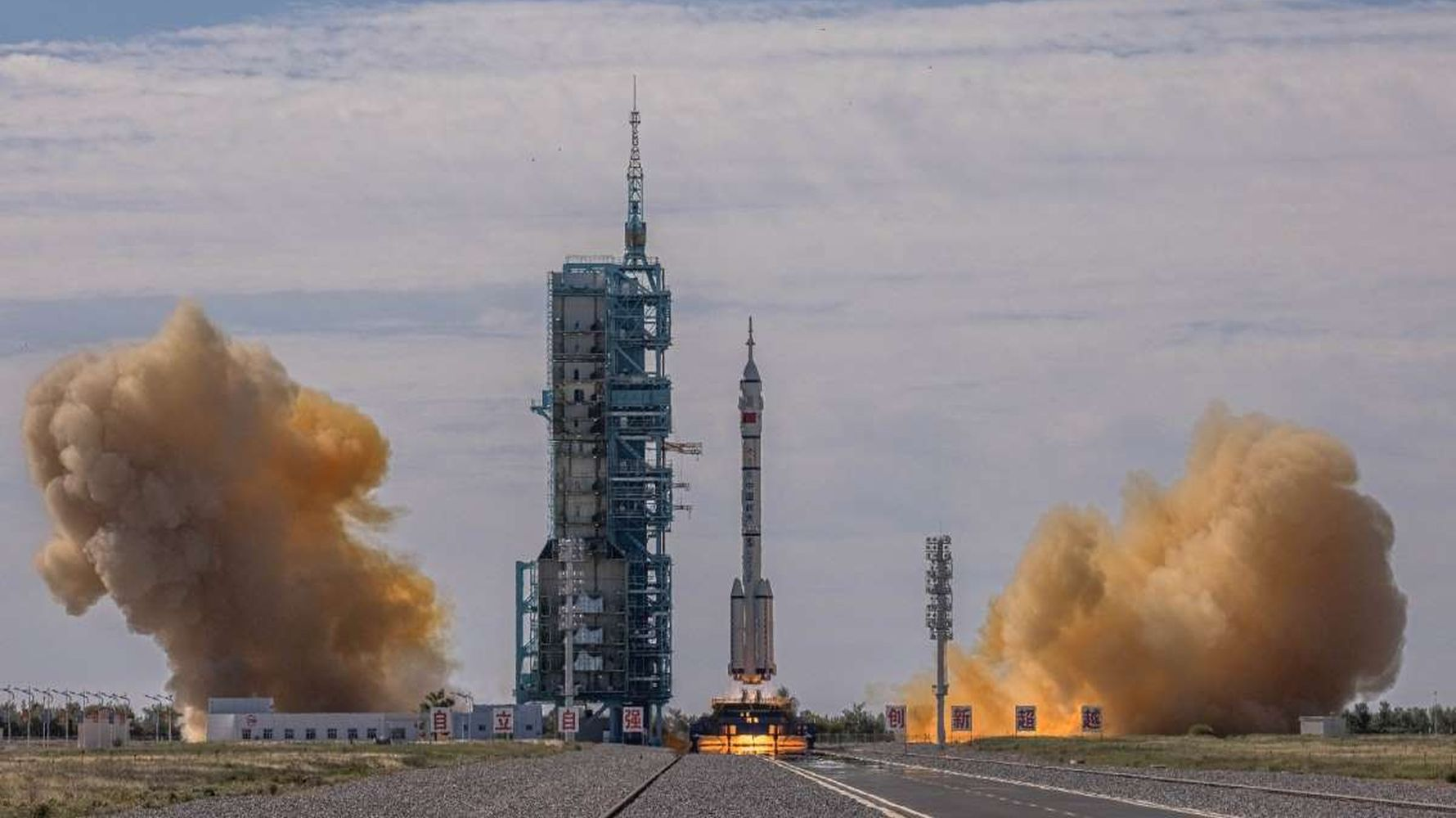 genie invites foreign astronauts to joint space journey
