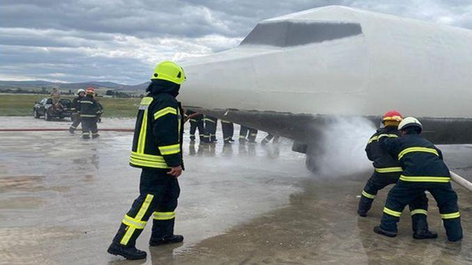 treinamento de pessoal de combate a incêndios de aviação da polícia de dhmiden