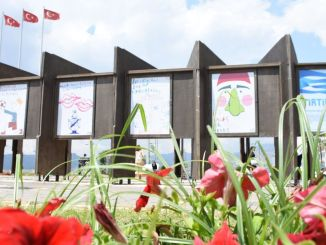 Avatud Emre Duygu teatriplakatite näitus
