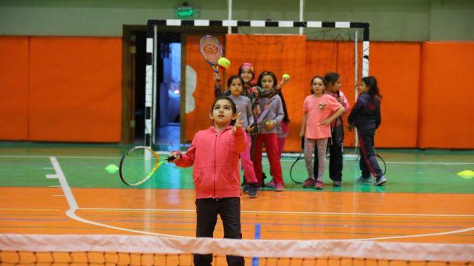 Die kostenlosen Sommersportschulen des ibb starten