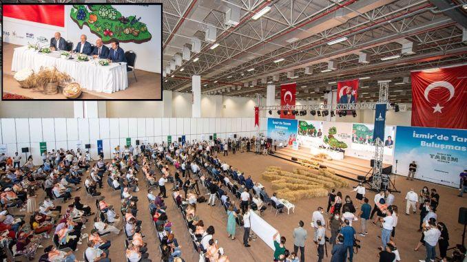 التقى kilicdaroglu مع المنتجين في اجتماع الزراعة في إزمير