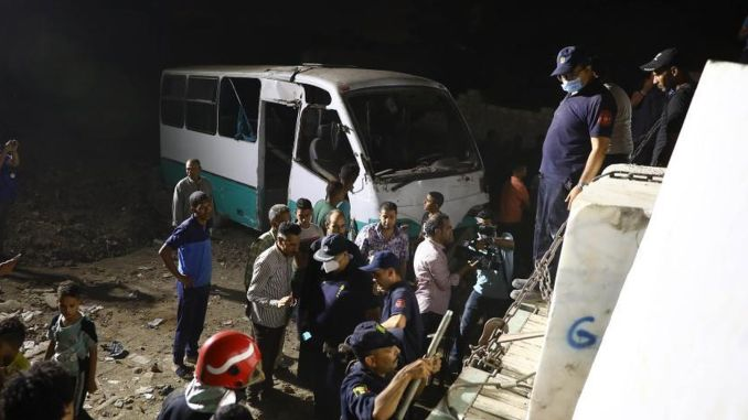 egypt train and bus collider dead injured