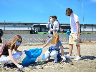 Mudanyan merisukeltajat siivoivat ympäristöä ympäristönsuojelijoiden toimesta