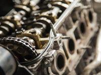 otomobil motoru