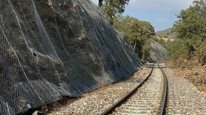 Between Polatli and Xinjiang stations, security will be made with steel nets.