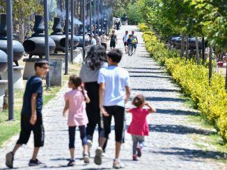 Жители столицы устремились в зону отдыха барской плотины