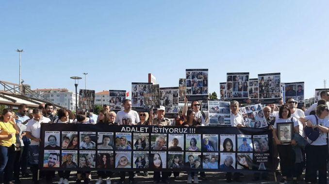 Govore porodice onih koji su izgubili život u 3. godini katastrofe u vlaku Çorlu