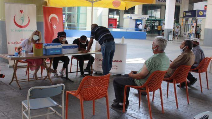 izotas ইজমির বাস স্টেশন এএসআই স্ট্যান্ডটি দুর্দান্ত মনোযোগ আকর্ষণ করে