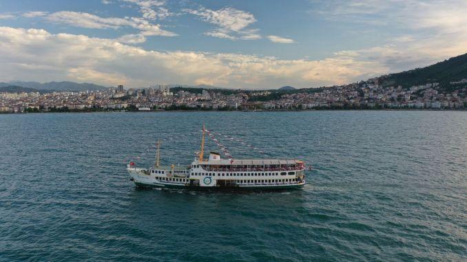 Те, кто путешествуют на корабле sehit Temel Simsir, восхищаются армией
