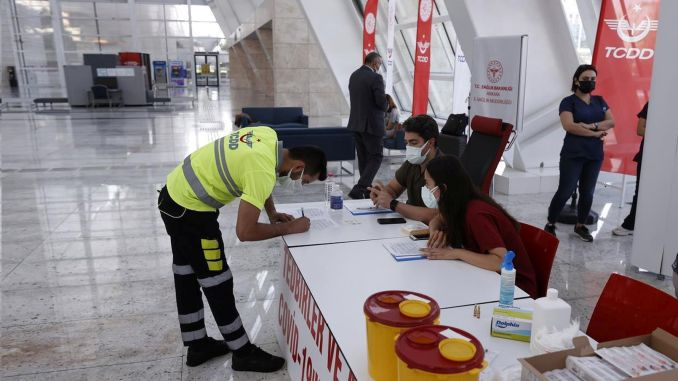 Vaccination without an appointment is becoming widespread at train stations