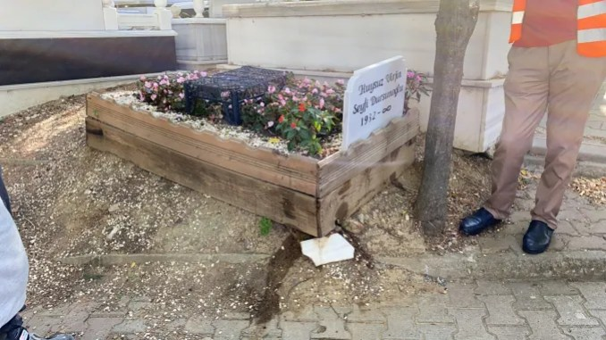 القبر القديم للفنان سيفي دورسونوغلو