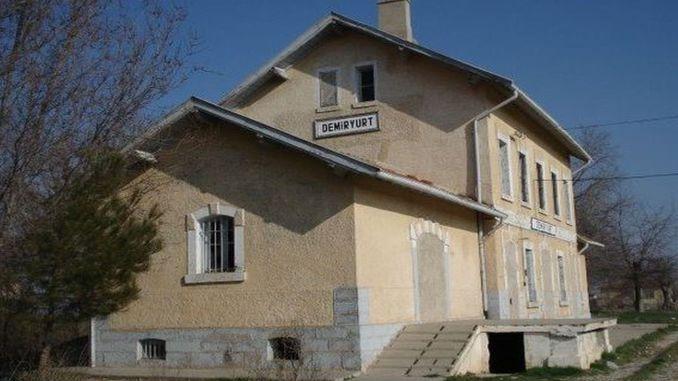 Restaurierung und Landschaftsgestaltung des Bahnhofsgebäudes Demiryurt