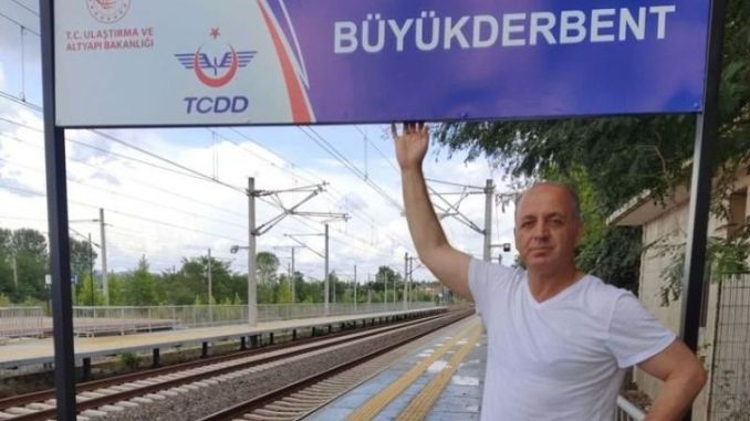 signage ready train waiting at derbent station