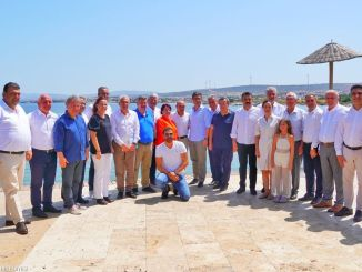 Bezirksbürgermeister von Izmirin ein Herz für Waldbrände