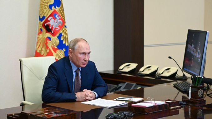 פוטין חוגג את יום עובדי הרכבות הרוסיות
