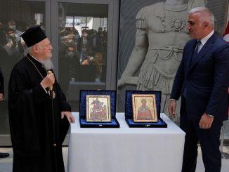 Los iconos de las iglesias históricas fueron entregados a Bartolomé