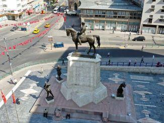 pamätník atatürk bol po roku obnovený