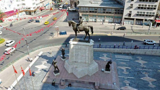 تم ترميم نصب أتاتورك بعد عام