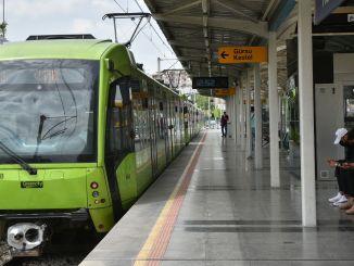 Primer día de clases en Bursa, el transporte público es gratuito