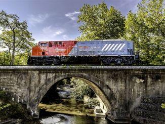 Prvý plne elektrický nákladný vlak na svete pristál na koľajniciach v USA