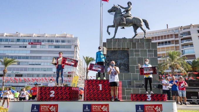 إزمير نصف ماراثون انتصار الرياضيين الكينيين والإثيوبيين