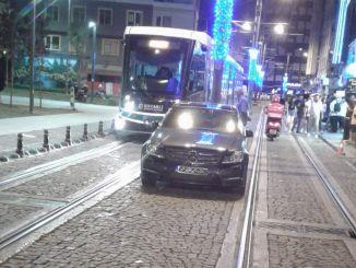 对停在科贾埃利电车轨道上的车辆的处罚