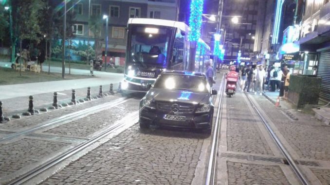 Penalty for vehicles parked on the tramway in Kocaeli