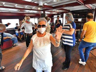 דיירי בית האבות zubeyde hanim יצאו לשייט למפרץ עם מעבורת ברגמה