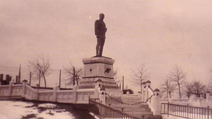 Ataturkun Ilk Heykeli