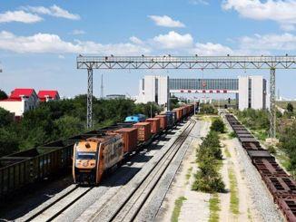 Tausende chinesischer europäischer Güterzug passierte den Bahnhof Erenhot Nervous